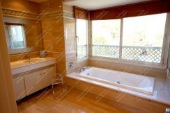 Spacious En-Suite Bathroom, Luxury Penthouse Apartment for Sale, La Trinidad, Marbella